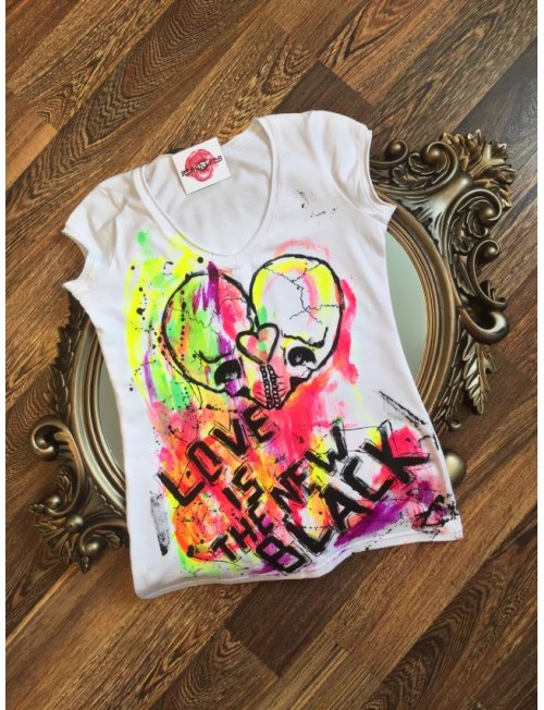 "Boutique Ladies T-shirt ""Love is the new black"""