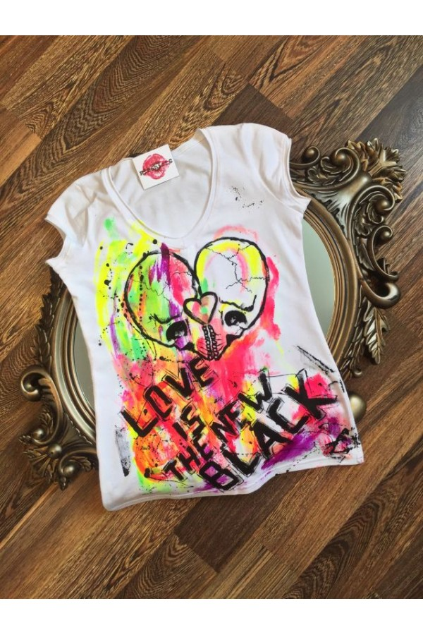 """Boutique Ladies T-shirt """"Love is the new black"""""""